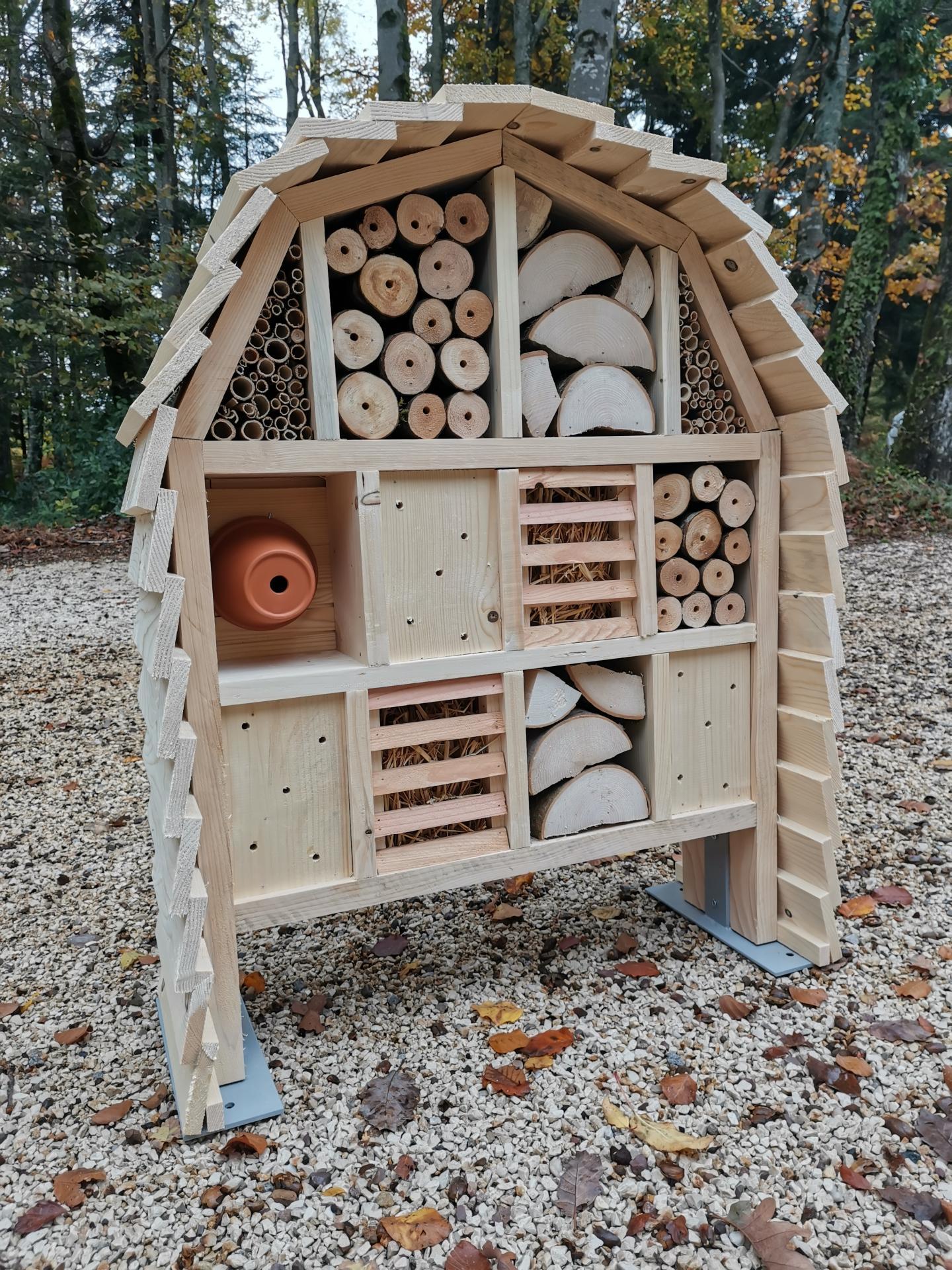 Hôtel à insectes toiture ronde